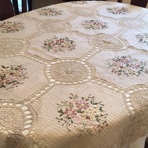 Knit Tablecloth with Embroidery